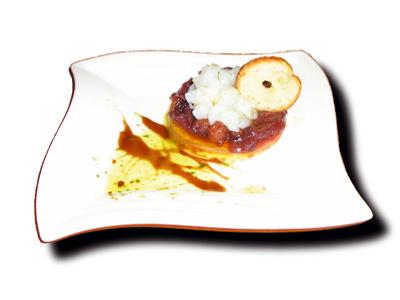 Lagrimas de mar y tierra con resplandores de aceite de cebollino  y caramelo de