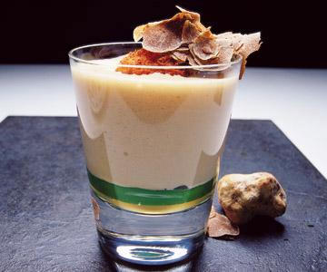Praliné de yema de huevo con jugo de jamón de jabugo-bellota, tartufo de Alba y