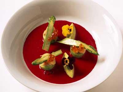Gazpacho de remolacha y jengibre confitado