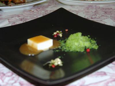 Bombón de Queso de Cabra con Toffe de Langostinos, Granizado de Trigueros y Fant