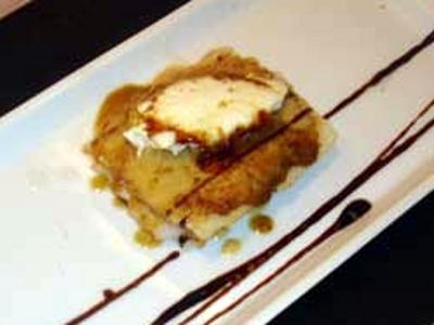 Carpaccio de viera con láminas de pan de foie gras y crema de queso