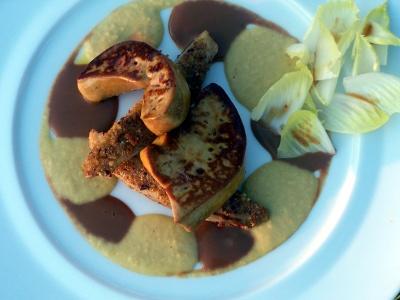 Foie Gras de Pato Salteado, Crema de Maíz y Praliné, Endibias Crujientes con ave