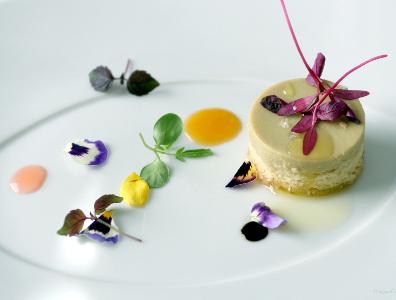 Foie gras con Bizcocho de Almendras Amargas