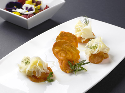 Rosetas Tète de Moine AOC en galleta salada de sésamo y especias con mermelada