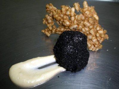 Trufa Cremosa con Crujiente de Ceps y Crema de Huevo Frito