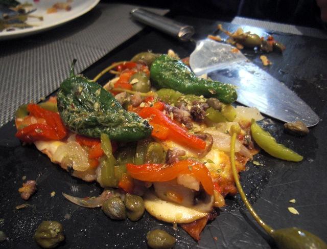 Coca de verduras y anchoas