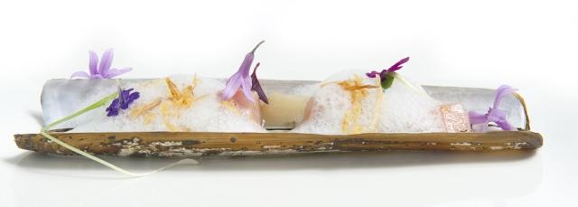 Tartar de Ternera con Pedazos de Navaja Caliente con Espuma de Yuzu y Wasabi