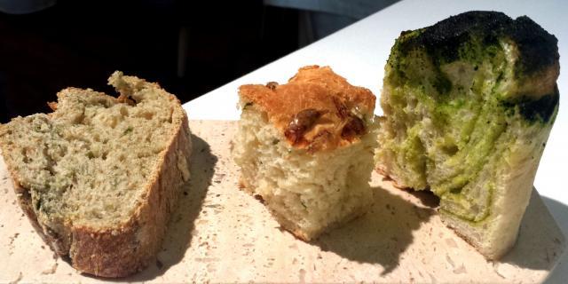 pan de algas, focaccia de camarones y brioche de plancton y mantequilla