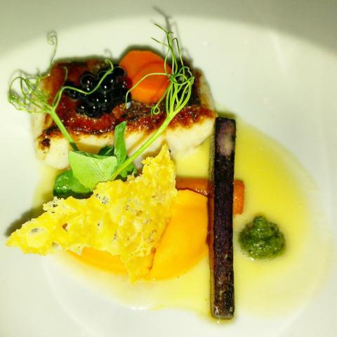 Filete de lucioperca con texturas de zanahoria y jengibre