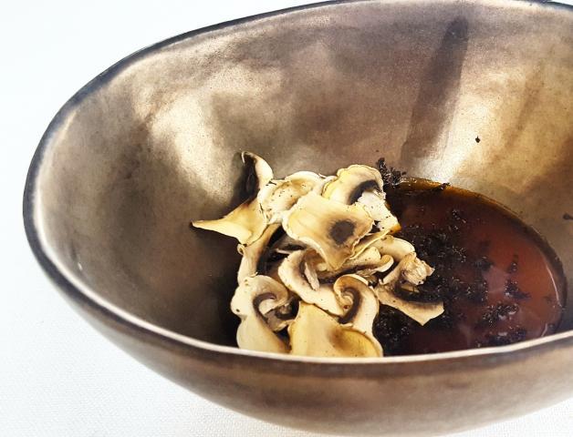 Pannacotta chi hau kay, trufa y champiñones secados al sol