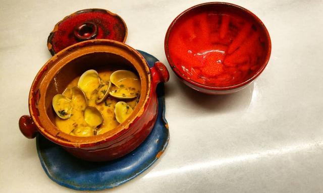 Almejas Koreanas (salsa marinera con kimchee casero y bien de guindilla)
