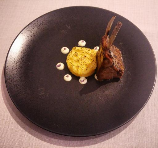 Costillas de cordero, chenchén y beurre blanc