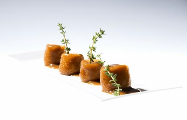 Patatas rellenas de crema de chorizo. QUINCE NUDOS