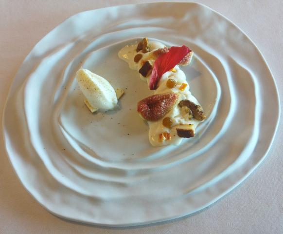 Higos encurtidos con queso fresco y bizcocho de Idiazabal