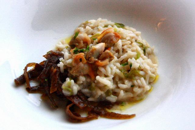 Arroz cremoso con espagueti de mar y berberechos al natural