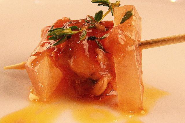 Papada de Ibérico, salsa de vieira, zamburiña y tomillo