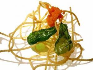 Espagueti, tomate y albahaca (2004)
