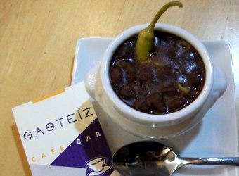 Una mini alubiada por 1,50€ en el Restaurante Gasteiz