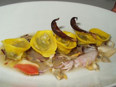 Cappelli en sopa picante a los frutos de mar