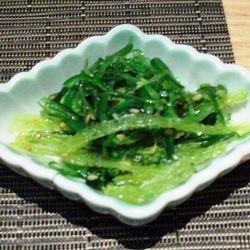 Ensalada de algas con aceite de sésamo