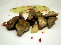 Alcachofas fritas con salsa marinera