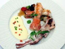 Salteado de cigalita y calamar con verduritas a la parrilla y confitadas