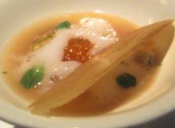 Sopa de tomate con mariscos y caldo de su cocción