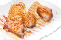 Pulpo a la gallega con alioli y patatas chips