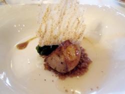 Foie gras con berenjena quemada, tierra de centeno y acelgas