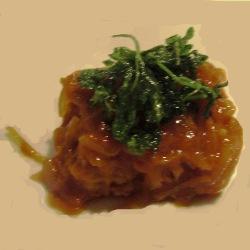 Bacalao con cebolla confitada y tomate