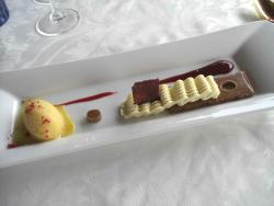 Geometrías de chocolate blanco, fruta de la pasión y frambuesa