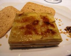 Milhojas de Foie Gras Caramelizado con Queso y Manzana