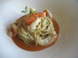Espaguetis con Limón con Salsa de Caciucco y Crustáceos