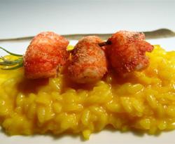 Acuarela de arroz Carnaroli madursdo tres años, cocinado cremoso con azafrán, la