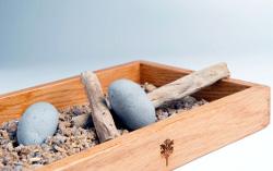 Caja de piedras y palos comestibles