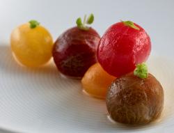 Tomates en Salsa, Hierbas Aromáticas y Fondo de Alcaparras
