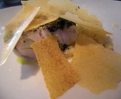 Bacalao fresco con persillade con risoto de patata y esferificaciones de puré de