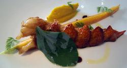 Bogavante con zanahoria suavemente guisada, supuré y hoja de ostra