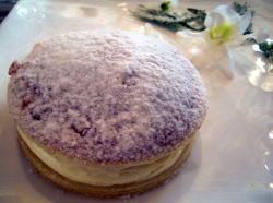Le Gâteau Mollet du Marquis de Béchamel et la Glace Fondue à la Rhubarbe