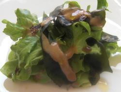 Ensalada Verde con Algas y Cigalas Crudas