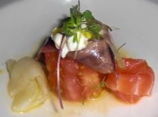 Corazón de Tomate con Anchoa en Salazón y Salmón y Bacalao Ahumados
