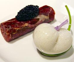 Carne de buey picada y bombón helado de ostra