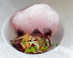 Nieve de interiores de pollo con salsify y remolacha