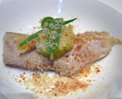 Terrina de atún con sopas de ajo ligeramente infusionadas en salchicha iberica