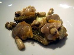Berberechos con alcachofas y xixas