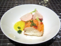 Pata de cangrejo real con salsa de limón meyer y rabanitos