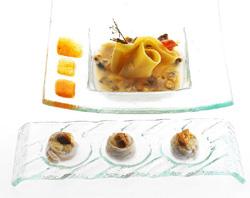 La zuppa di frutti di mare con fagottini al fegato di scorfano e ravioli di scor