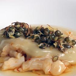 Callos de bacalao con lentejas germindas y jugo de pimientos