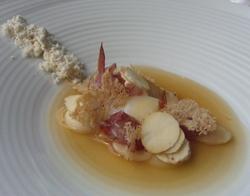 Esferas de alubia de coco con jamon ibérico