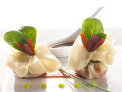 Hatillos de pasta won-ton con atún y pimientos